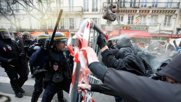 La policía francesa reprime las manifestaciones ambientalistas en París
