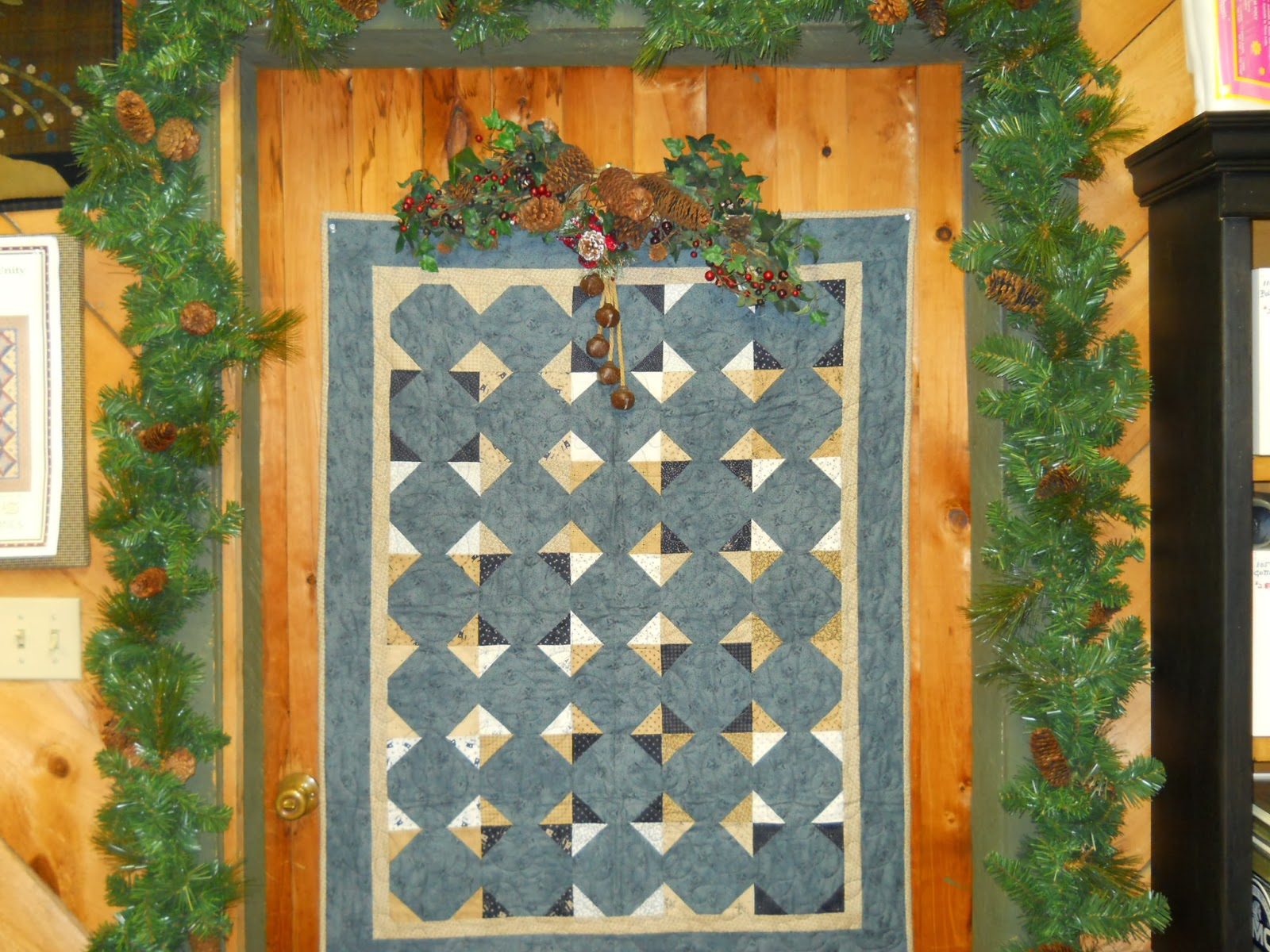 Quilted crow christmas decorating for Front door quilt pattern