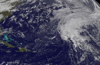 Potenzieller Sturm TAMMY im Atlantik zieht nicht in die Karibik, eventuell aber nach Europa, Tammy, aktuell, Atlantik, Europa, 2011, Hurrikansaison 2011, Satellitenbild Satellitenbilder, November,