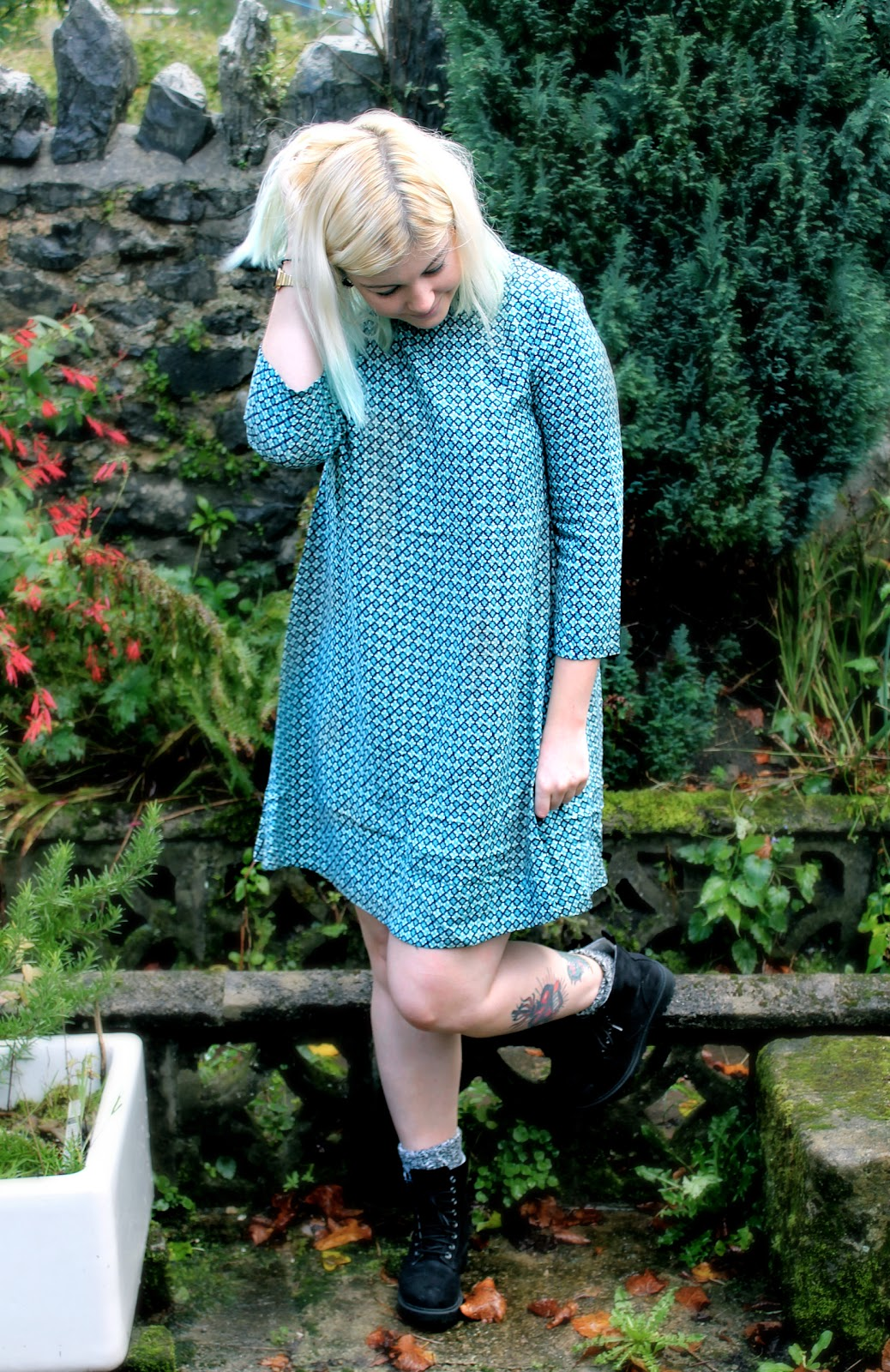 70's style outfit post dress print