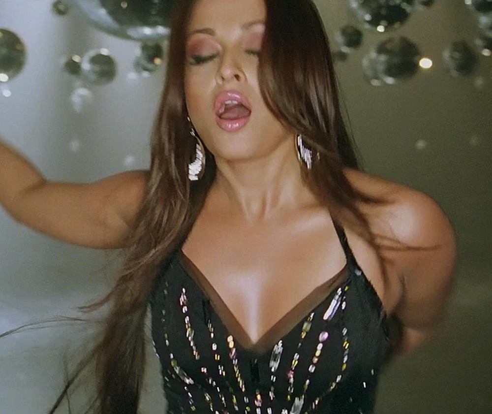 Aishwarya Rai Hot Expressions 
