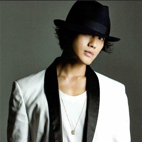 http://3.bp.blogspot.com/-3NN5EkmUnj0/Ugt7sIkLY3I/AAAAAAAAJq4/YTM1H5Fd_KI/s1600/%5BBOOKLET%5D+Jin+Akanishi+-+Hey+What%27s+Up+(2).jpg