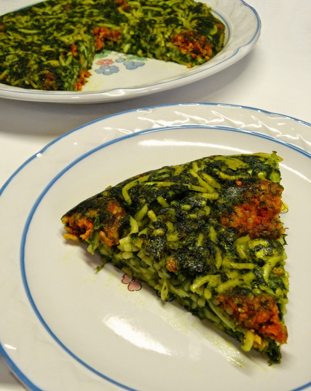 Tortilla Vegana de Espaguetis, Espinacas y Chorizo