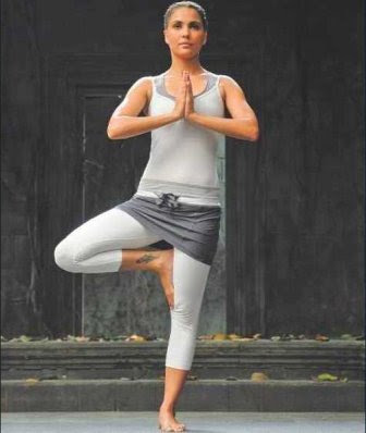 Yoga on Hot Bollywood Yoga Celebrities Actress With Pictures   Photos