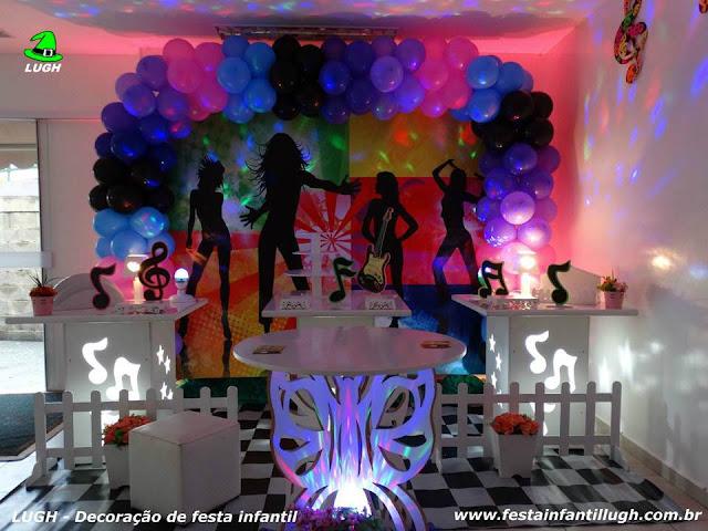 tema Discoteca para festa de aniversário infantil em mesa provençal