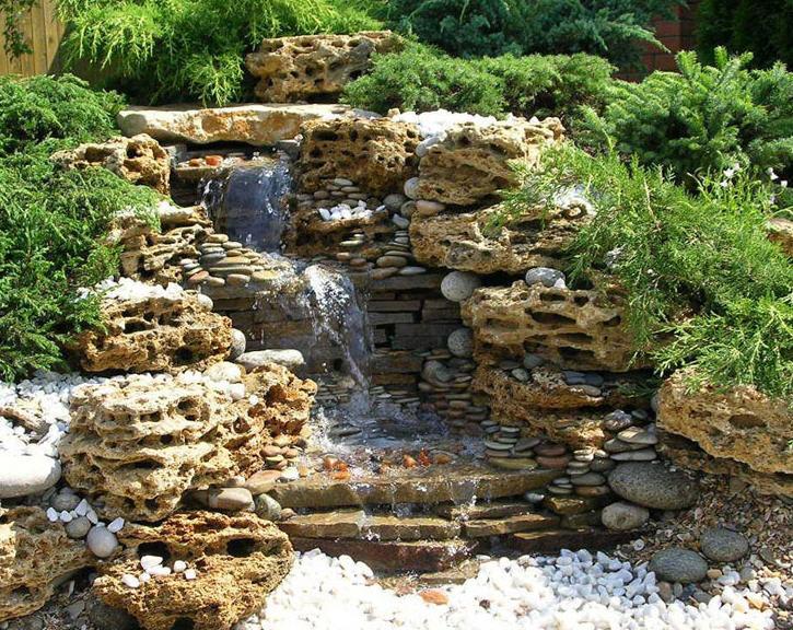Dise o y mantenimiento de interiores y exteriores for Cascadas con piedras