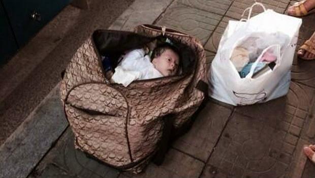 Sadis, Seorang Bayi Dimasukan Kedalam Tas dan Dibuang Begitu Saja