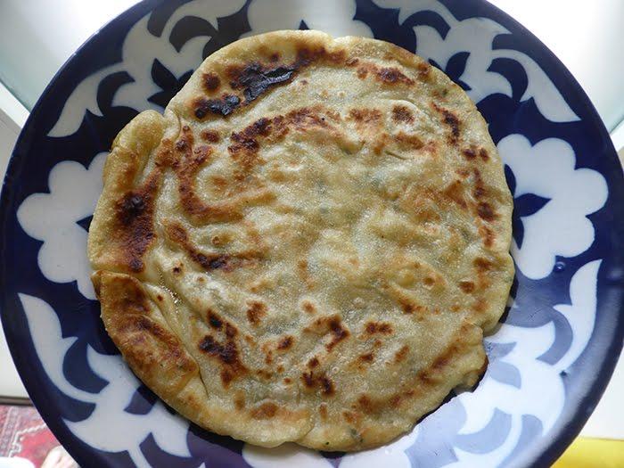 Aloo Paratha, pane piatto indiano imbottito, come dice di fare Isolina.