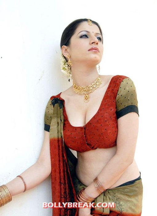 charu arora 23 - Charu Arora Navel Show Hot!!!
