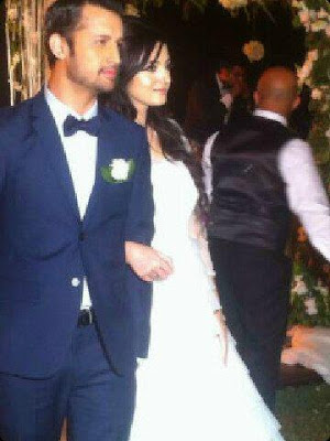 pakistancelebrities.blogspot.com - Atif Aslam With Sara Shadi Pictures Album 8