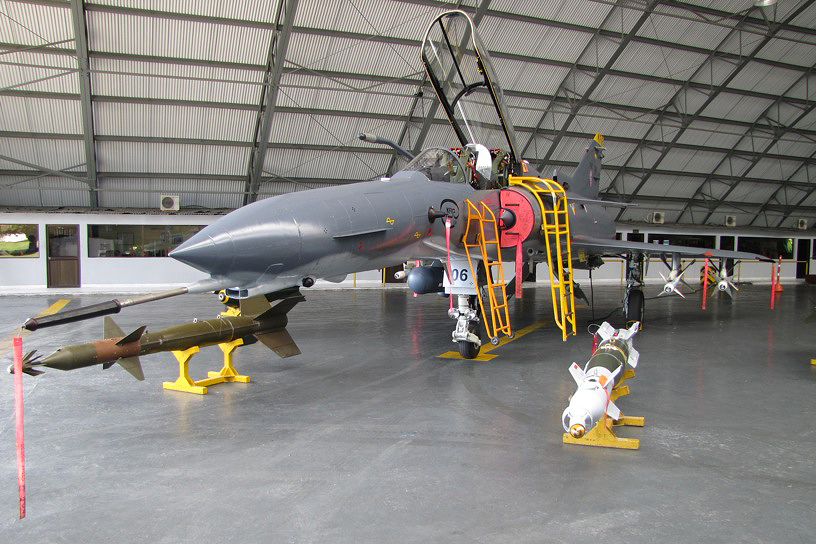 Argentina firma acuerdo para compra de aviones de combate