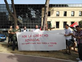 De la concentración de apoyo a la delegada sindical de CNT Jerez en Lizarrán Área Sur