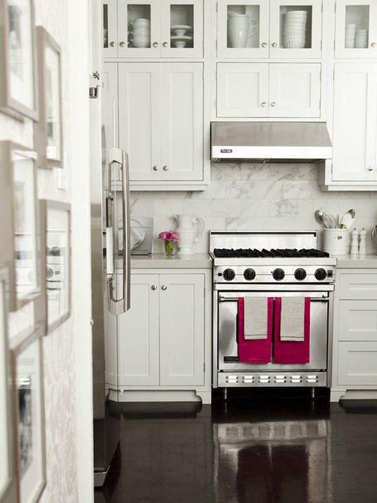 Lamb blonde 20 beautiful white kitchens for Beautiful kitchen floors