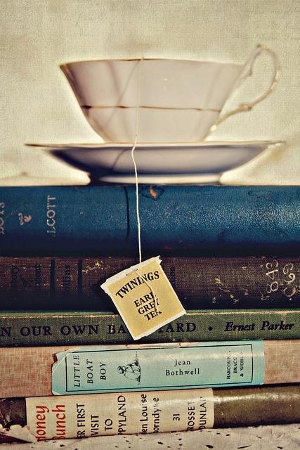 Todo es mejor con libros y café