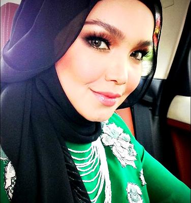 Siti Nurhaliza, Ziana Zain, Nur Fazura Meriahkan Rizman Ruzaini Raya