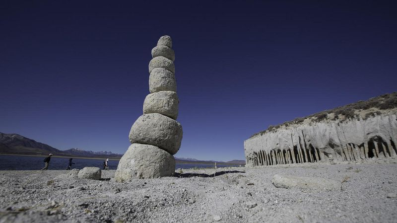 crowley-lake-columns-3