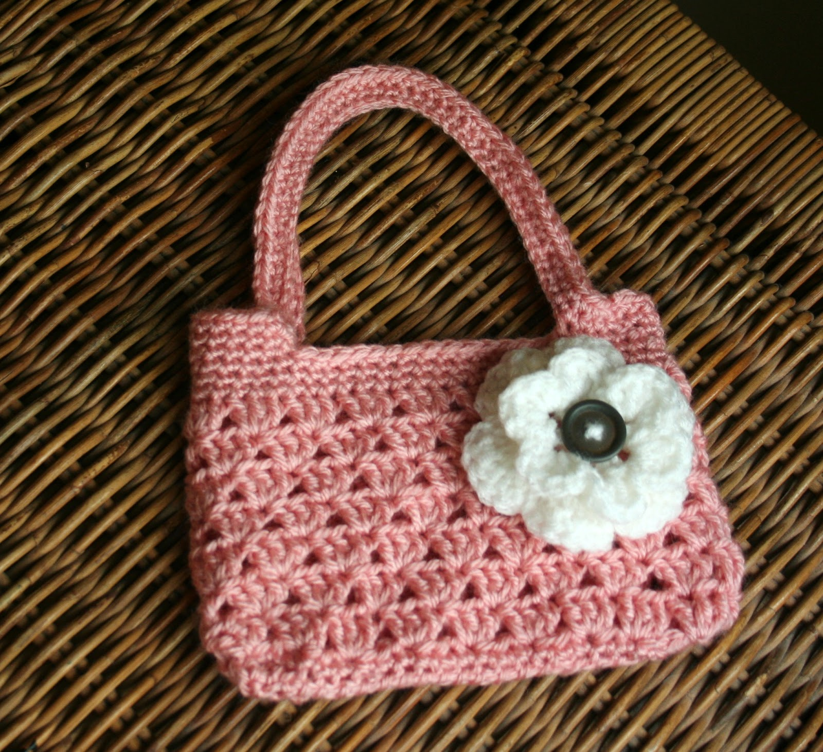 Crochet Purse Ideas : Lilac Shoulder Bag Crochet Pattern - Free crochet patterns over