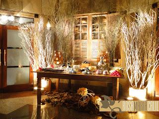 folhas secas, galhos secos, mesa madeira, janela fake, decoração, 15 anos