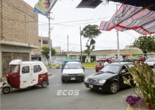 Huacho: Cruce peligroso en San Martin y Jirón Olaya, por congestión vehicular
