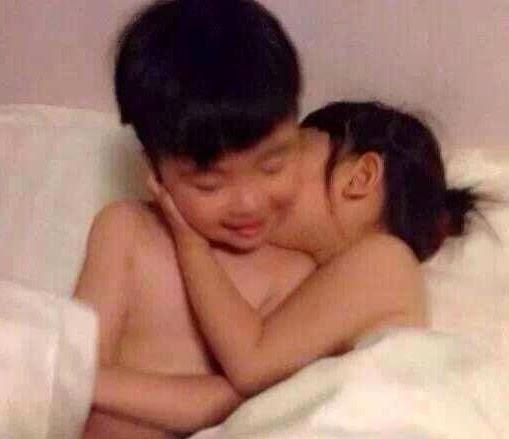 """[Shock] 2 em bé 10 tuổi rủ nhau vào nhà nghỉ """"tự sướng"""""""