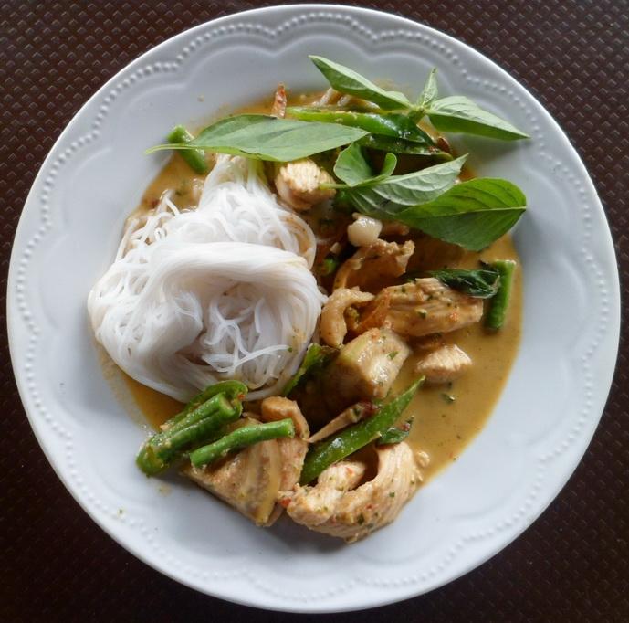 ขนมจีนแสนสบาย แกงเขียวหวานไก่