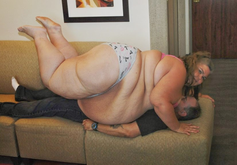 Ssbbw Wrestling Facesitting Amatory Nude SSBBW Facesitting