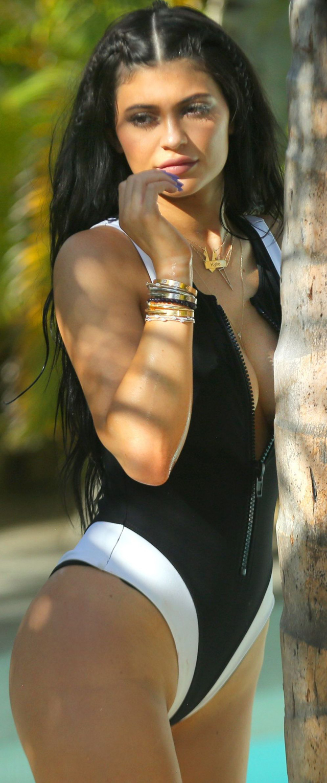 Kylie Jenner captada en St. Barts