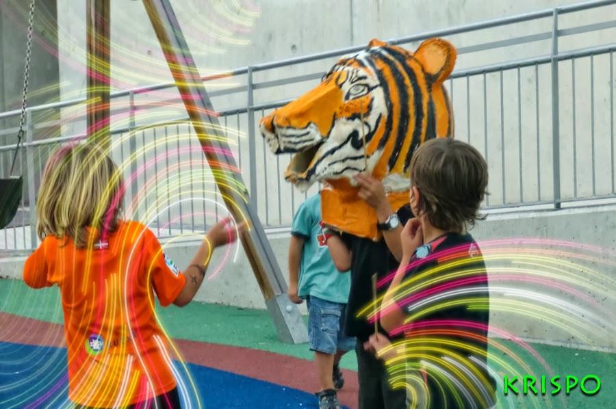 cabezudo tigre en parque infantil