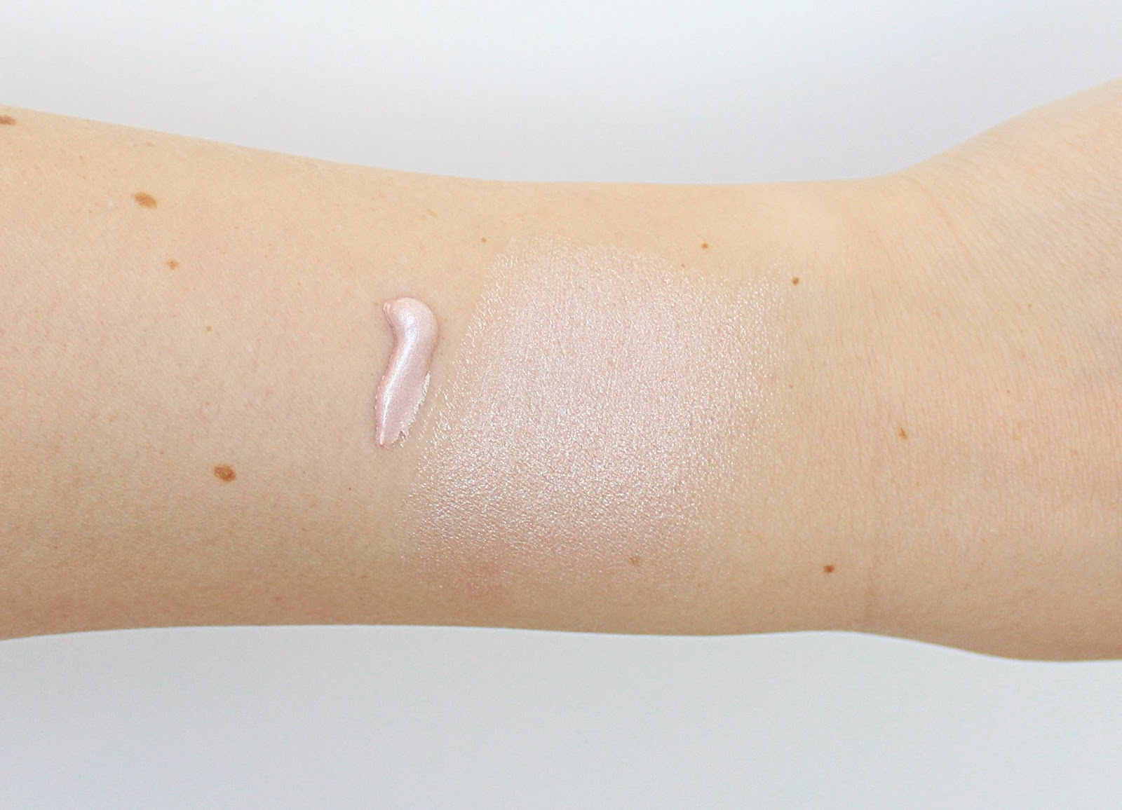 H&M Delicate Pearl Illuminiser Swatch and Review