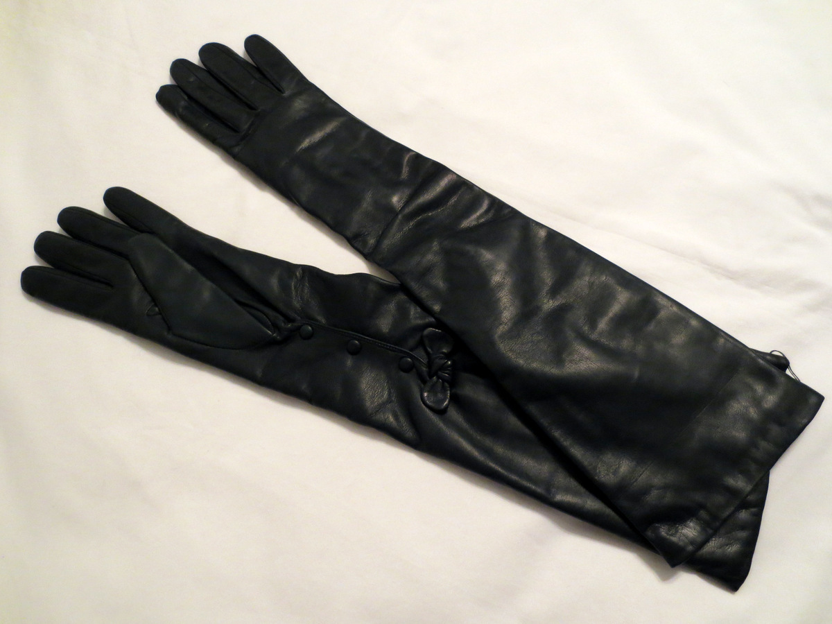 Leather driving gloves on ebay - These 20 5 Gloves Featured A Nice Bow Detail Near The Mosquetaire Wrist Opening With Unusual Snap Closure Posted By Ebay Leather