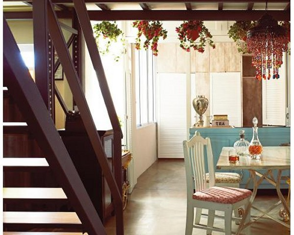 This loft is situated in the most unlikely place - on the second floor of a shophouse, right above a Korean restaurant!