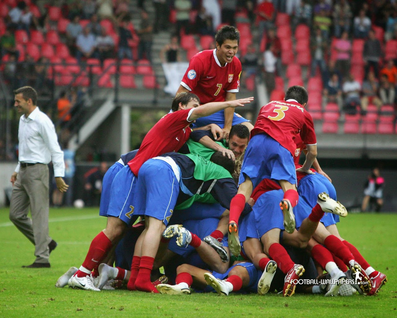 http://www.football-cover.com/football_wallpaper/celebrationserbia_serbia_football_association.jpg