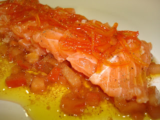 Sashimi salmón tomate naranja confitada. Entrante navidad