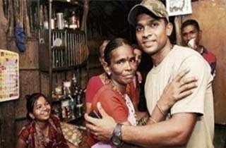 Sebuah Tato Bantu Pertemukan Polisi Dengan Ibunya