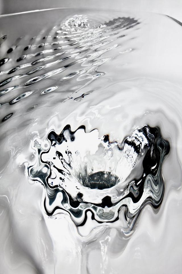 diseño_actualidad-liquid-glacial-table-by-zaha-hadid-tres_studio-top_blog_deco-blog_arquitectura_interiorismo_decoracion_valencia-proyectos_arquitectura_valencia