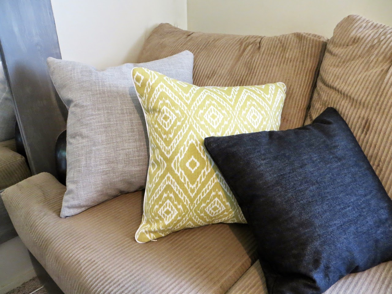 Throw Pillow Cover Pattern With Zipper : Throw Pillow Cover Sewing Tutorial (A How-to for Invisible Zippers & Piping)! The Project Lady