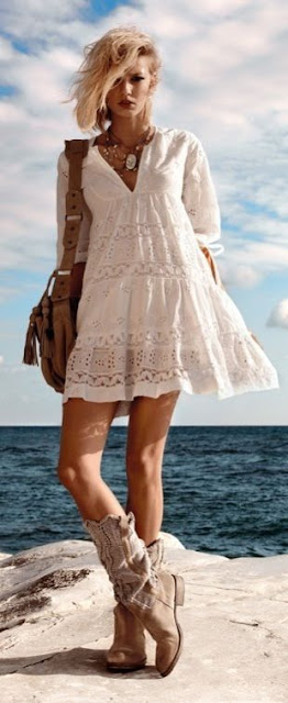 Looks boho chic boemio botas e vestido branco tendencia verão 2015