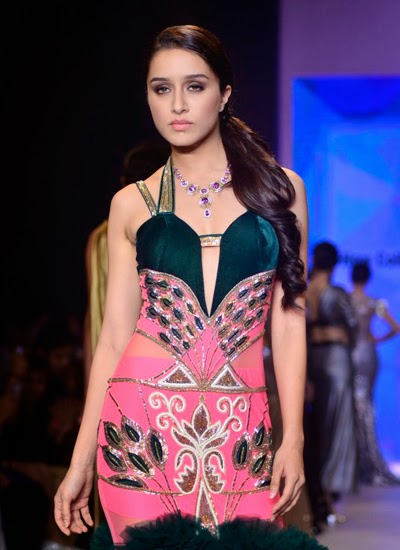 Shraddha Kapoor showstopper for Gitanjali Gems at the IIJW 2014