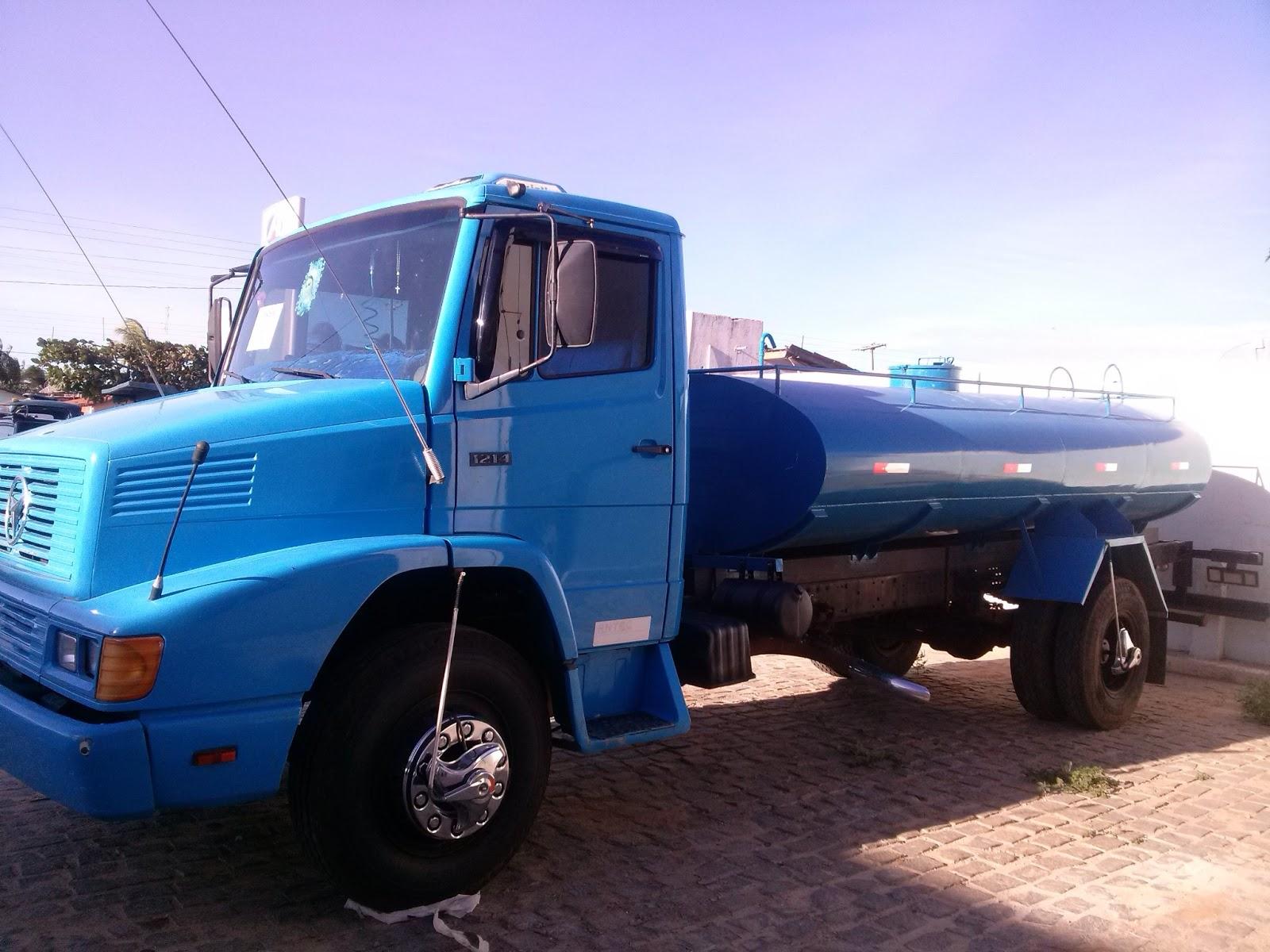 : Vende se um caminhão com pipa e carroceria de madeira nova #158CB6 1600x1200