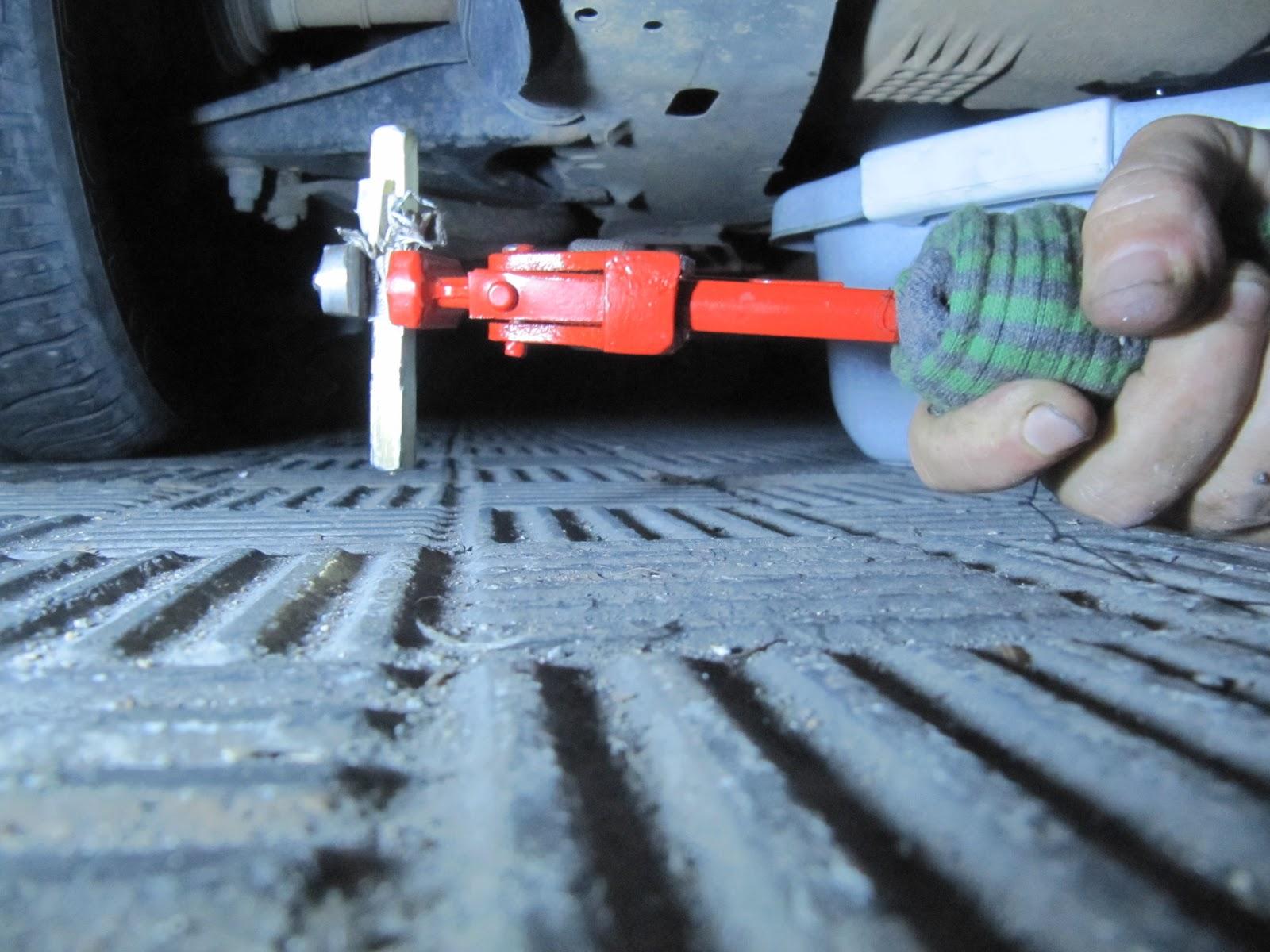La masa cr tica c mo cambiar el aceite del renault clio - Como sacar aceite del piso ...