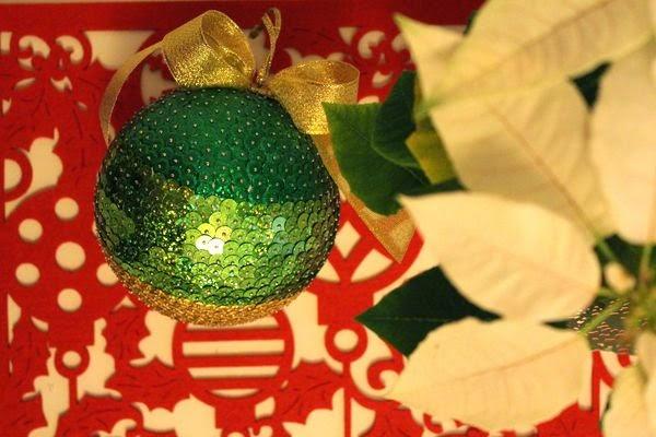 diy bombka z cekinów, własnoręcznie robione alburnumbybiel, ozdoby świąteczne, jak samemu wykonać bombke, jak zrobić bombke z cekinów, własnoręcznie robiona bombka alburnumbybiel, ozdoby świąteczne, dekoracja domu na święta bożego narodzenia, kreatywne ozdoby na święta, jak zrobić bombke z cekinów, cekiny,