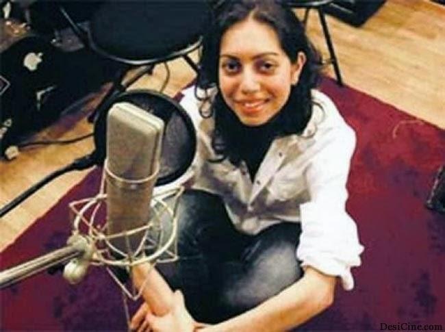 20+Hot+Female+Singers+Of+Bollywood019