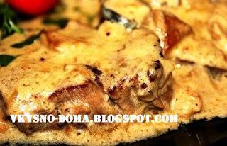 Медальоны из говядины под сливочно-грибным соусом