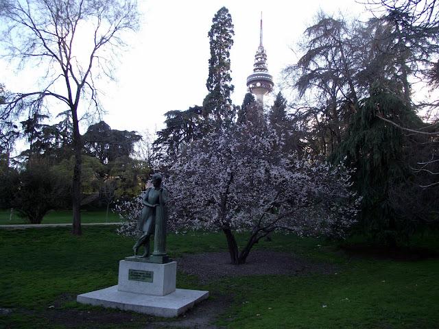 Aleksandr Pushkin poeta ruso estatua Parque la quinta de la fuente del berro