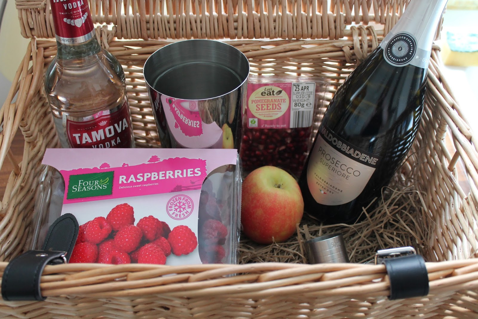 Picnic hamper containing alcoholic cocktail ingredients