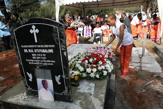 kwenye makaburi ya Kinondoni jijini Dar es Salaam, mwishoni mwa wiki