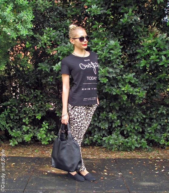 BlackTee+LeopardJoggers+SlipOns+ToteBag+TopKnot+RedLips - Lilli Candy and Style Fashion Blog