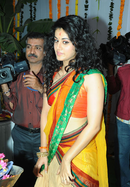Tapsee hot navel show in saree