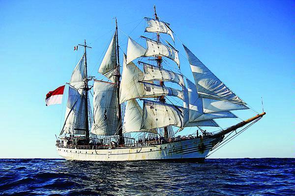 Tiang KRI Dewaruci Patah Dalam Misi Pelayaran Menuju Australia