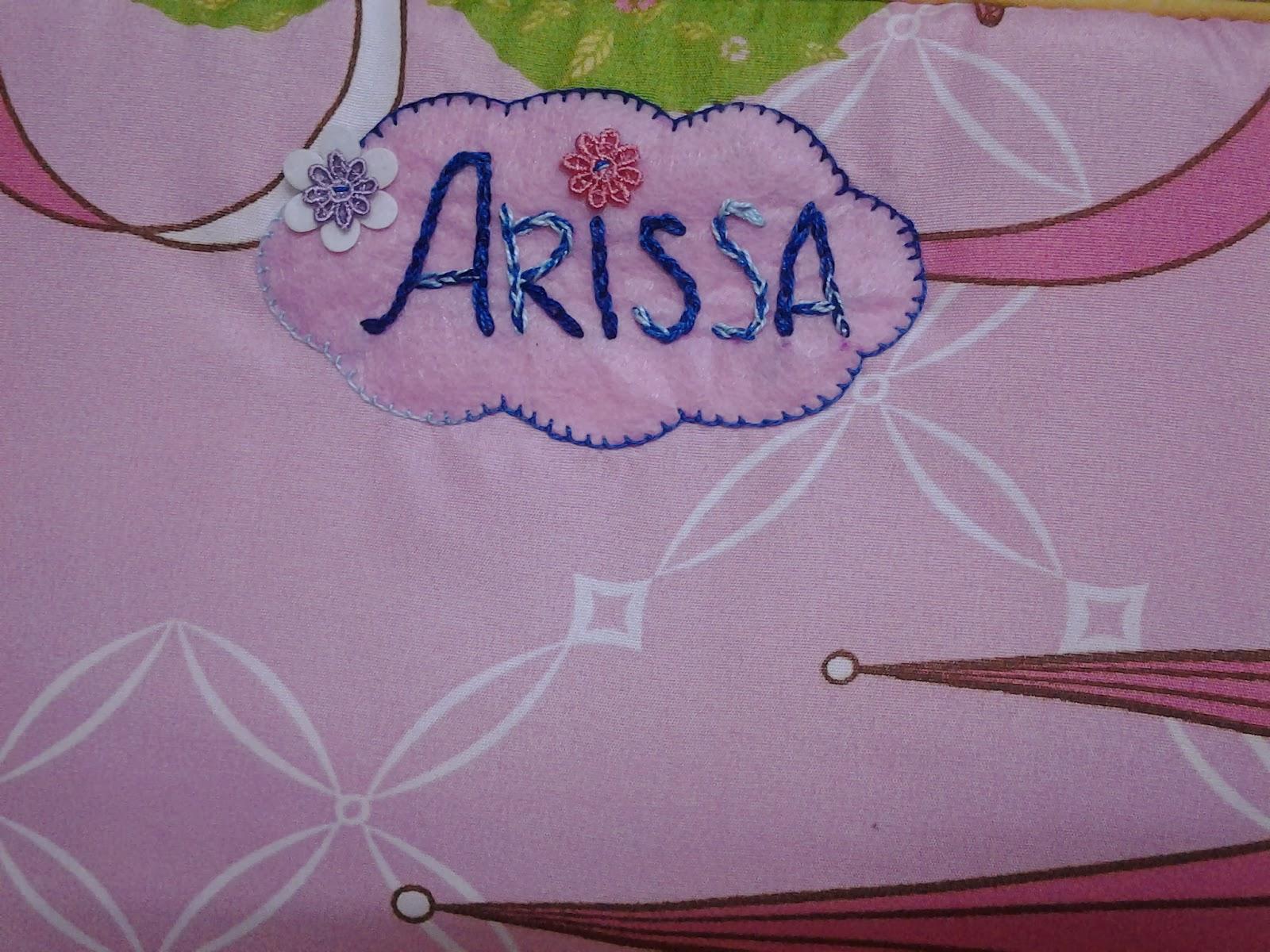 sbb x suke tgk cikgu tulis nama arissa gune marker kat beg pampers baju & botol susu arissa